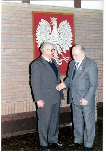 Fabjanczyk Stefan au Consulat 11.11.92 (Krzyz oswieczymski).jpg